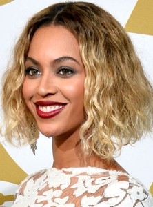 Beyonce Short Curly Hair Middle Part Grammys 2014