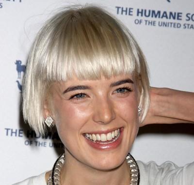 Agyness Deyn Short Straight Blonde Hair In Simple Bob Hairstyle Careforhair Co Uk Careforhair Co Uk