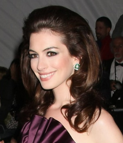 Anne Hathaway Brunette Medium Length Formal Bouffant Hairstyle Careforhair Co Uk Careforhair Co Uk
