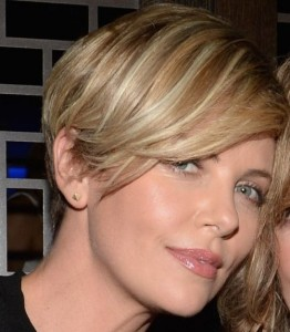 Charlize Theron Straight Blonde Hair In Short Cropped