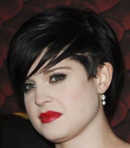 Kelly Osbourne Short Black Straight Chic Trendy Undercut Hairstyle Careforhair Co Uk Careforhair Co Uk