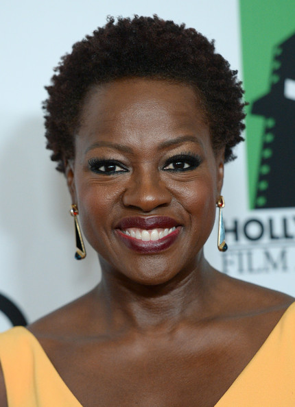 Viola Davis' short curls - classy and chic
