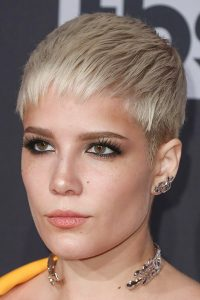 5 Hairstyles for Short Fine Hair (plus 40 more!)